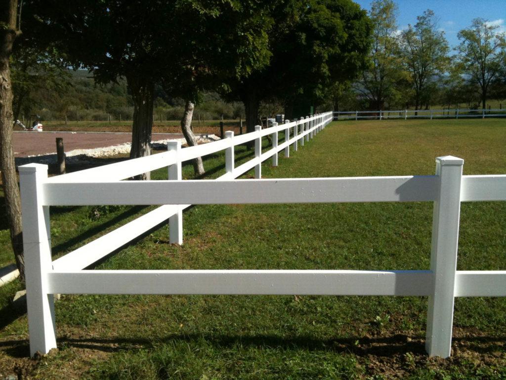 wady plastikowych ogrodzeń dla koni